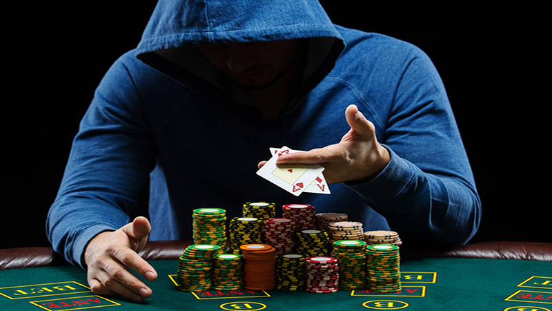 Showing your hand in online poker