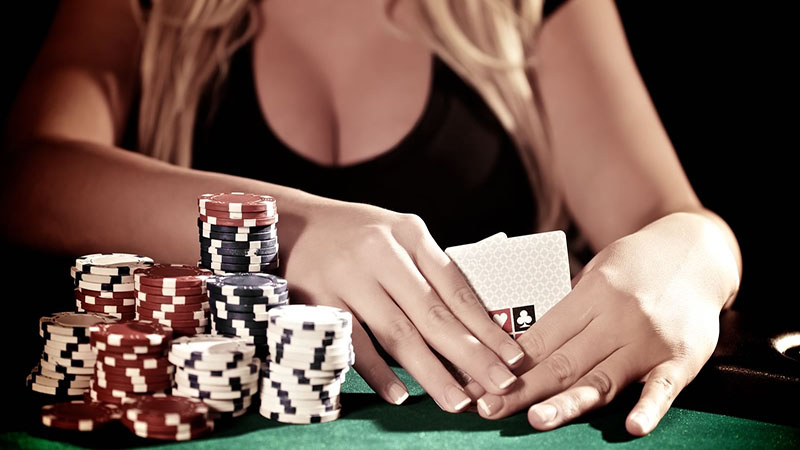Image at the poker table